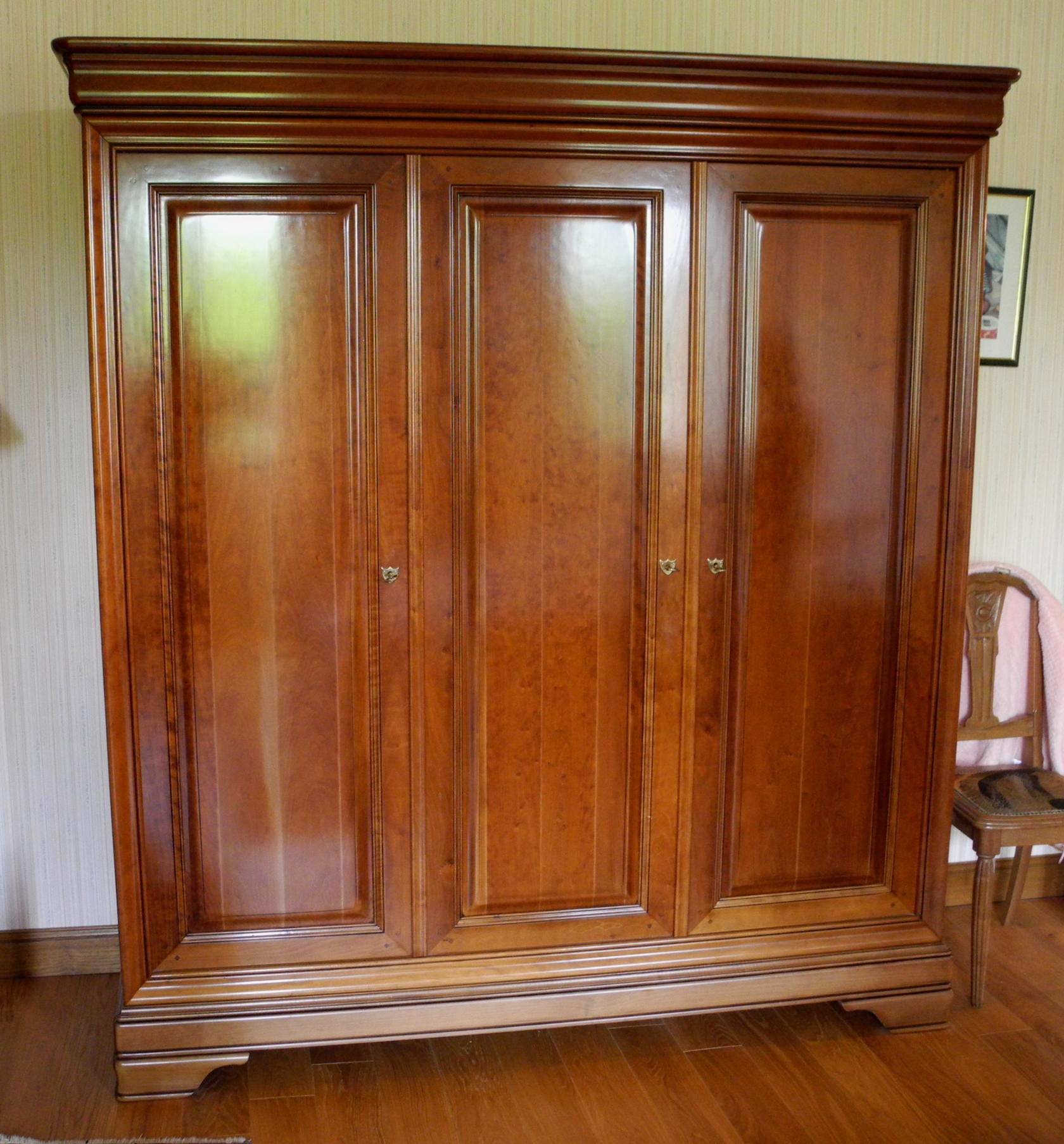 armoire Louis Philippe avant relooking