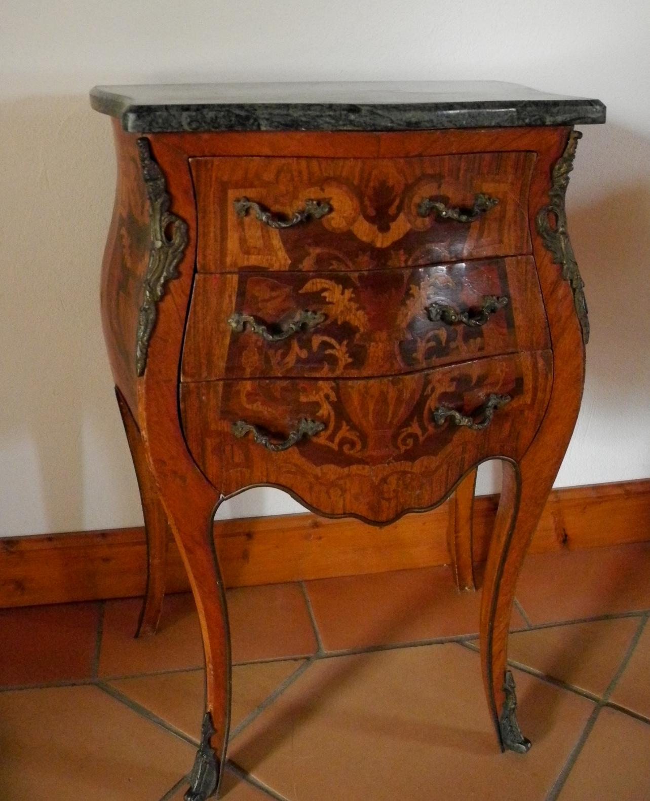 Commode Louis XV galbée avant relooking